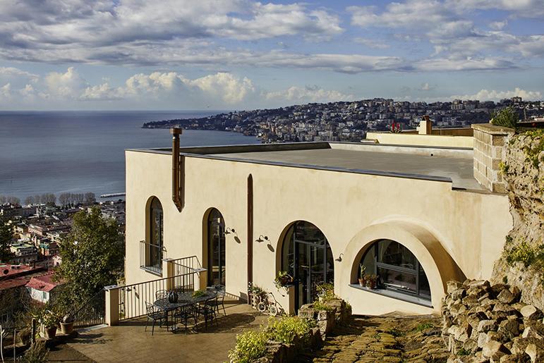 KALDEWEI | Napoli, un antico chiostro diventa la casa dei sogni